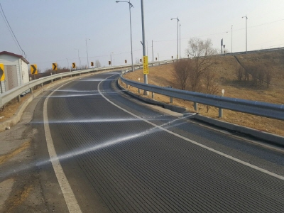 서울시, 눈‧얼음이 물로 변하는 도로..